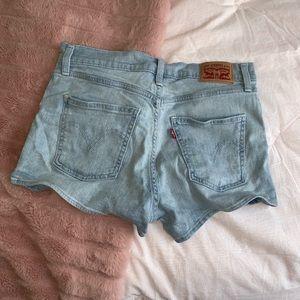 CLOSING Levi's 501 high rise shorts size 28